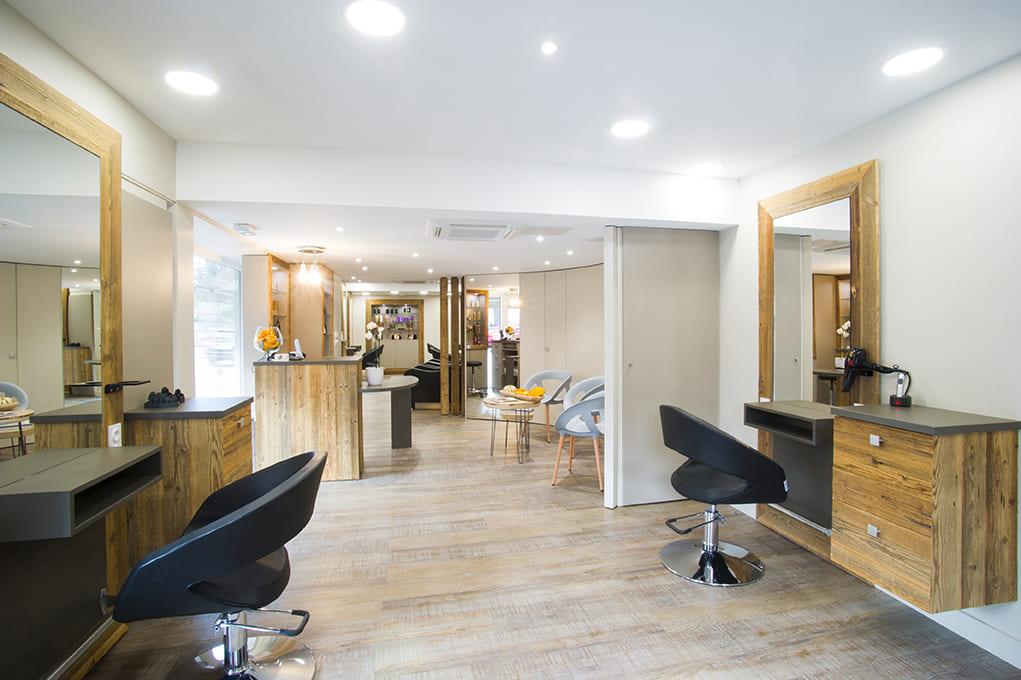 Nouvel agencement d'un salon de coiffure près de Lyon01