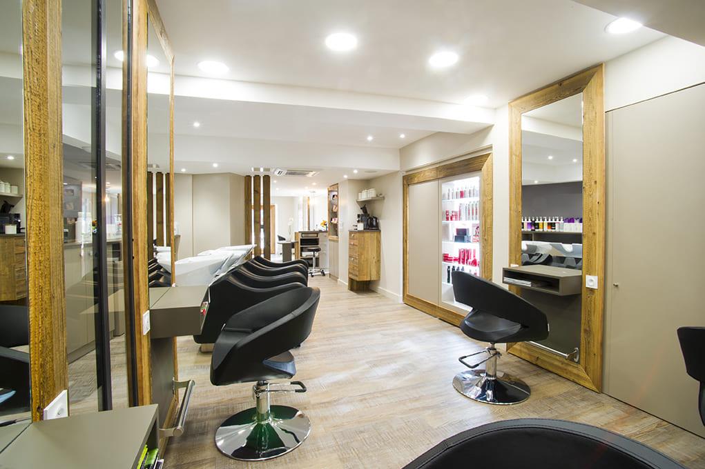 Nouvel agencement d'un salon de coiffure près de Lyon03