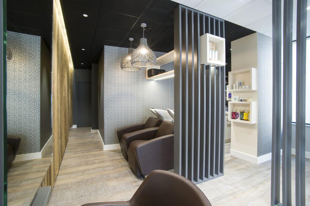 Rénovation d'un salle de coiffure dans les Monts du Lyonnais03