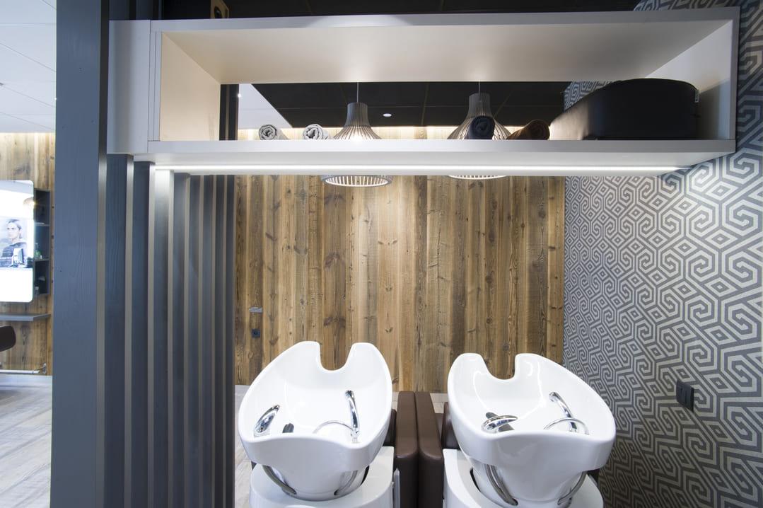 Rénovation d'un salle de coiffure dans les Monts du Lyonnais04