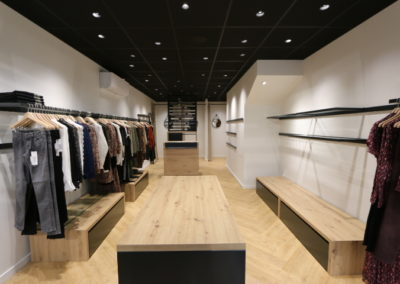 Agencement boutique prêt à porter St Martin en Haut1