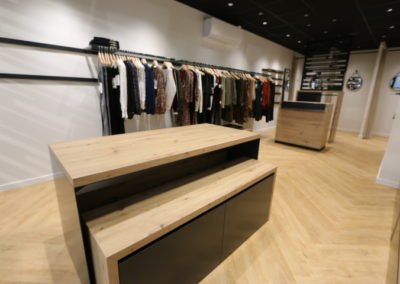 Agencement boutique prêt à porter St Martin en Haut3