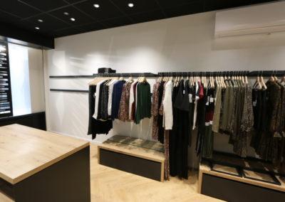 Agencement boutique prêt à porter St Martin en Haut5