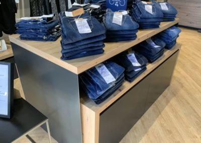 Agencement boutique prêt à porter St Martin en Haut8